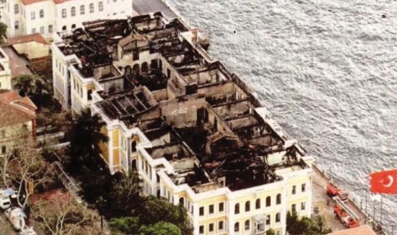 Galatasaray Üniversitesi Yangını  (İbrahim Tevfik Efendi Sahil Sarayı Yangını)