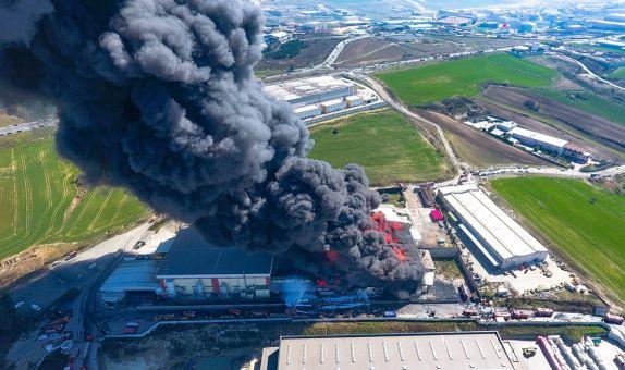 Fabrika Yangınlarını Önlemek için Endüstriyel Yangın Önlemleri ve Kamusal Denetim Şart class=