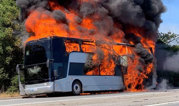 Otobüs Yangınlarında Bilinmesi Gerekenler class=