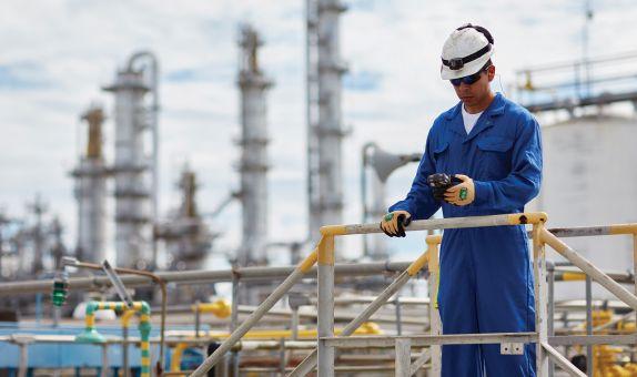 Kişisel Koruyucular Petrol ve Gaz Sektörü Çalışanları için Hayati Önem Taşır class=