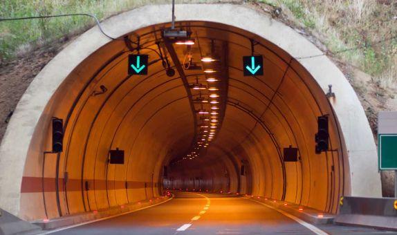 Tünel Yangınlarında İnsanların Boşaltılması: İki Metodolojinin Çapraz Değerlendirmesi
